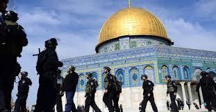 İsrail polisi Mescid-i Aksa'ya saldırdı