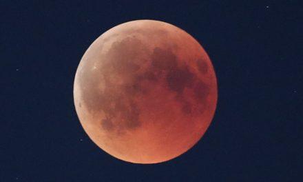 Yüzyılın en uzun Kanlı Ay Tutulması'ndan kareler