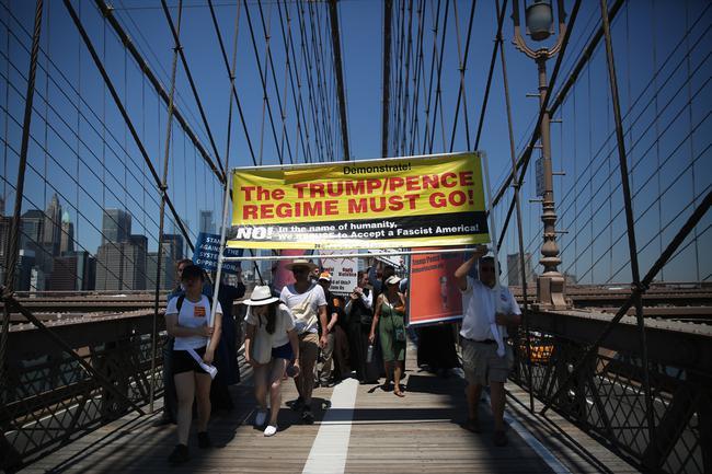 ABD'de Trump'ın göçmen politikasına tepki çığ gibi büyüyor
