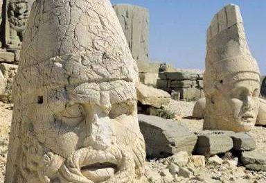 Yıkılan eski binanın temelinden Osmanlı dönemine ait ev kalıntıları çıktı