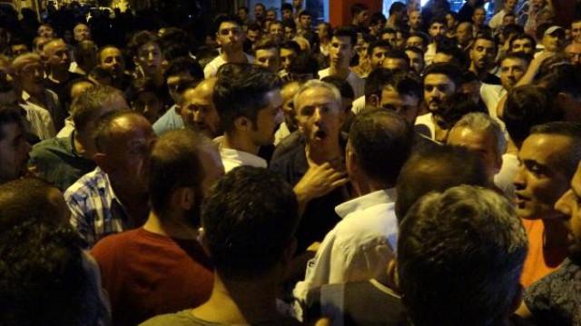 Bursa'da Yaklaşık 300 Mahalleli, Kahvehane İşletmecisine Saldıran Suriyelilerin Ev ve Dükkanlarına Zarar Verdi
