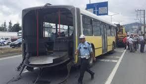 Körüğü kopan belediye otobüsü ikiye ayrıldı