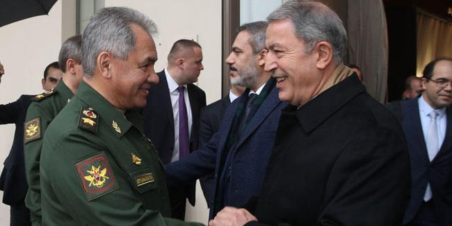 Rusya Savunma Bakanı, Hulusi Akar ile görüştü