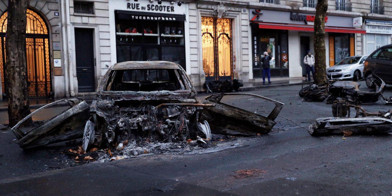Fransa'da isyan büyüyor! Ülkede son 50 yılın en büyük eylemi