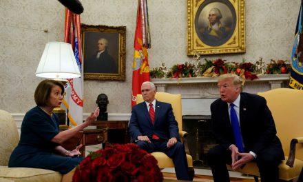 """Trump'tan Oval Ofis'te """"hükümeti kapatırım"""" tehdidi"""