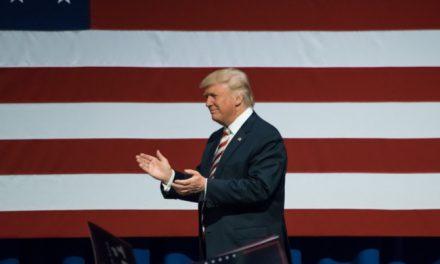 Trump gümrük vergisi artışını öteledi