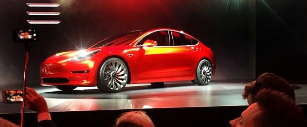 Tesla küresel işe alım ekibinin yarısını işten çıkardı