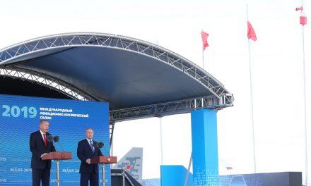 Erdoğan ve Putin uçakları inceledi
