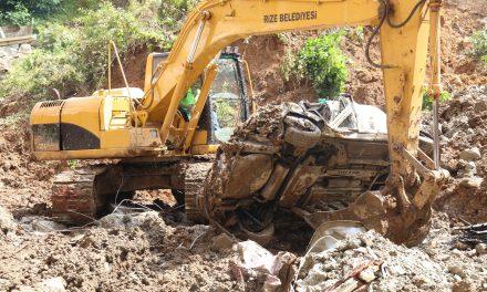 Üç gün sonra iki araç çıkarıldı: 450 kamyon toprak alındı