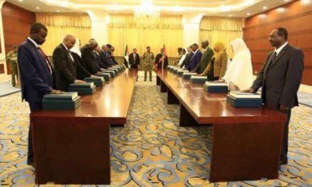 Sudan'da yeni kabine yemin etti