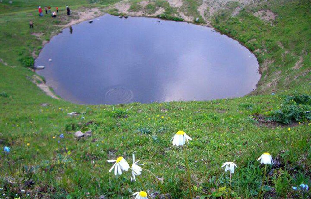 Gümüşhane'de 12 bin yıllık Dipsiz Göl define kazısı ile kurutuldu