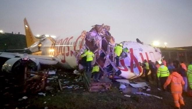 Sabiha Gökçen'de uçak pistten çıktı