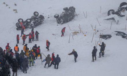 Van'da kurtarma ekiplerinin üzerine çığ düştü: 33 can kaybı