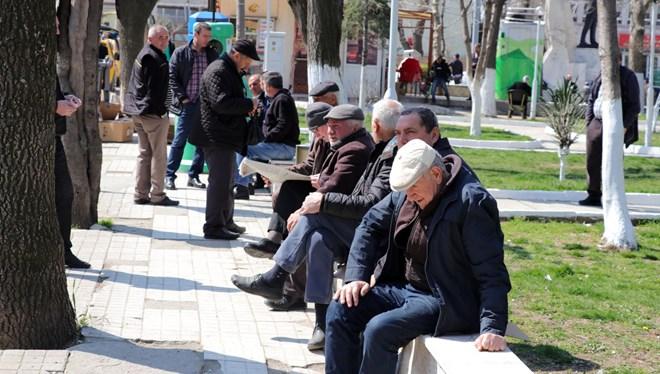 65 yaş üzeri ve kronik rahatsızlığı olanların sokağa çıkmaları yasaklandı