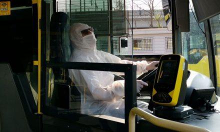 Metrobüs şoförleri corona virüse karşı koruyucu tulum giydi