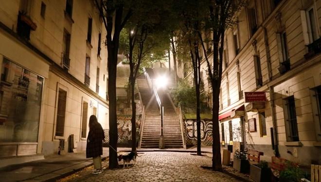 Fransa'da  gece sokağa çıkma yasağı genişletildi