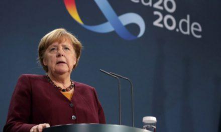 Merkel aşıyı bulan Türkleri övdü
