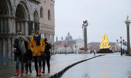 Venedik'te yine su baskını: Milyar dolarlık proje işe yaramadı