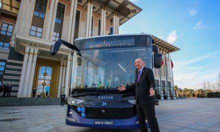 Cumhurbaşkanı Erdoğan, sürücüsüz otobüsün ilk yolcusu